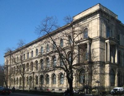 Hauptgebäude der Lebenswissenschaftlichen Fakultät / Invalidenstraße 42